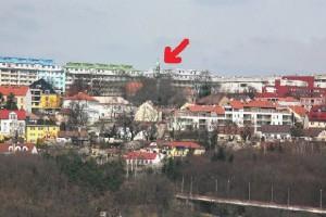 Panorama směrem od Vysočan ? šipkou vyznačena věž kostela sv. václava